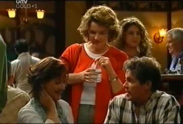 Susan Kennedy, Lyn Scully, Tom Scully, Lou Carpenter in Neighbours Episode 4492