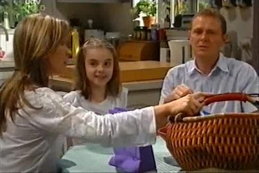 Steph Scully, Summer Hoyland, Max Hoyland in Neighbours Episode 4497
