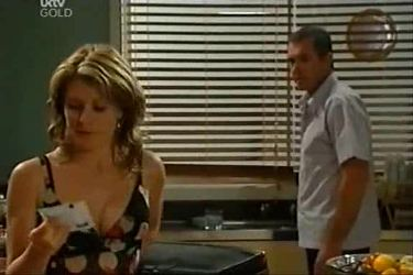 Izzy Hoyland, Karl Kennedy in Neighbours Episode 4497