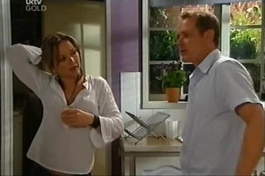 Steph Scully, Max Hoyland in Neighbours Episode 4497