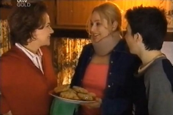 Lyn Scully, Janelle Timmins, Stingray Timmins in Neighbours Episode 4611