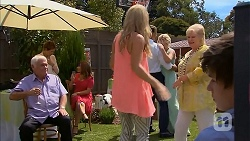 Lou Carpenter, Susan Kennedy, Terese Willis, Georgia Brooks, Matt Turner, Lauren Turner, Sheila Canning, Bailey Turner in Neighbours Episode 6892