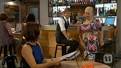 Naomi Canning, Daniel Robinson, Sheila Canning in Neighbours Episode 6894