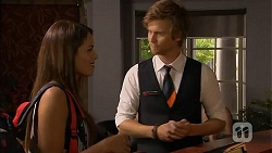 Paige Novak, Daniel Robinson in Neighbours Episode 6897