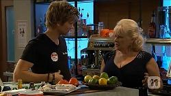 Daniel Robinson, Sheila Canning in Neighbours Episode 6899