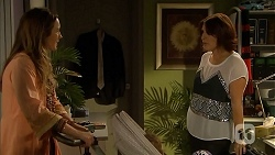 Sonya Mitchell, Naomi Canning in Neighbours Episode 6905