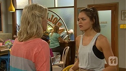 Lauren Turner, Paige Novak in Neighbours Episode 6909