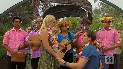 Ukulele band, Georgia Brooks, Kyle Canning in Neighbours Episode 6911
