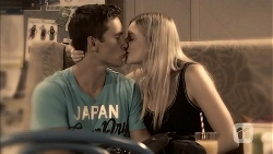 Josh Willis, Amber Turner in Neighbours Episode 6915