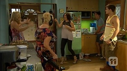 Georgia Brooks, Sheila Canning, Naomi Canning, Chris Pappas, Kyle Canning in Neighbours Episode 6916