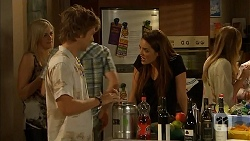 Daniel Robinson, Paige Novak in Neighbours Episode 6917