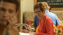 Josh Willis, Susan Kennedy in Neighbours Episode 6923