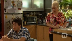 Chris Pappas, Sheila Canning in Neighbours Episode 6928
