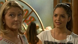 Kathy Carpenter, Paige Novak in Neighbours Episode 6930