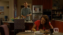 Mark Brennan, Paige Novak in Neighbours Episode 6933