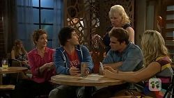 Susan Kennedy, Chris Pappas, Sheila Canning, Kyle Canning, Georgia Brooks in Neighbours Episode 6934