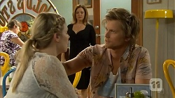 Amber Turner, Terese Willis, Daniel Robinson in Neighbours Episode 6935