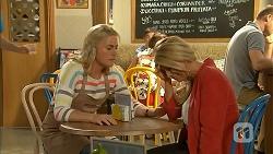 Lauren Turner, Lucy Robinson in Neighbours Episode 6940