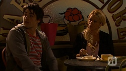 Chris Pappas, Lucy Robinson in Neighbours Episode 6944