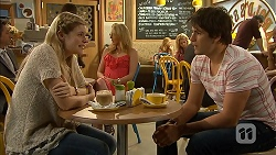 Amber Turner, Chris Pappas in Neighbours Episode 6945