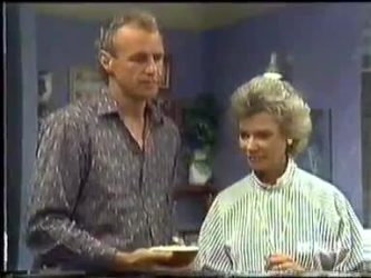 Jim Robinson, Helen Daniels in Neighbours Episode 0450