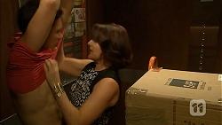 Josh Willis, Naomi Canning in Neighbours Episode 6946