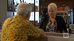 Lou Carpenter, Sheila Canning in Neighbours Episode 6949