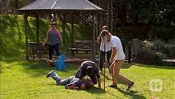 Chris Pappas, Stu Brown, Nate Kinski, Paige Novak, Mark Brennan in Neighbours Episode 6952