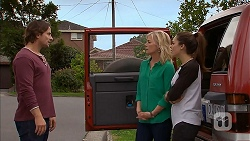 Brad Willis, Lauren Turner, Paige Novak in Neighbours Episode 6954