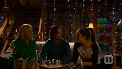 Lauren Turner, Brad Willis, Paige Novak in Neighbours Episode 6955