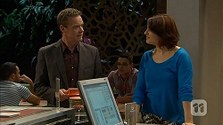 Paul Robinson, Naomi Canning in Neighbours Episode 6958