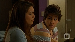 Paige Smith, Chris Pappas in Neighbours Episode 6960