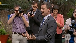 Paul Robinson in Neighbours Episode 6966