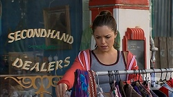 Paige Novak in Neighbours Episode 6968