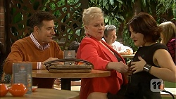Alan Haywood, Sheila Canning, Naomi Canning in Neighbours Episode 6975