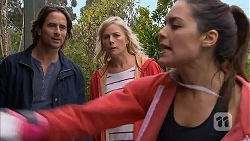 Brad Willis, Lauren Turner, Paige Novak in Neighbours Episode 6989