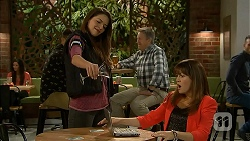 Paige Novak, Dakota Davies in Neighbours Episode 6989