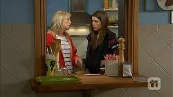 Lauren Turner, Paige Smith in Neighbours Episode 6990
