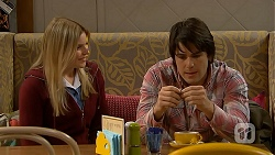 Amber Turner, Chris Pappas in Neighbours Episode 6993