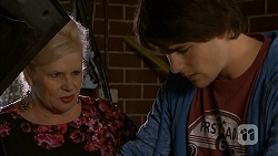 Sheila Canning, Chris Pappas in Neighbours Episode 6996