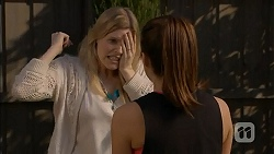 Amber Turner, Paige Novak in Neighbours Episode 7002