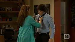 Patricia Pappas, Chris Pappas in Neighbours Episode 7009