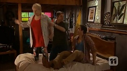 Sheila Canning, Gary Canning, Kyle Canning in Neighbours Episode 7019