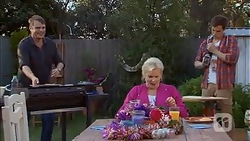 Gary Canning, Sheila Canning, Kyle Canning in Neighbours Episode 7026
