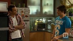 Nate Kinski, Chris Pappas in Neighbours Episode 7027