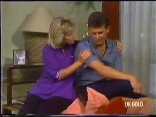 Daphne Clarke, Des Clarke in Neighbours Episode 0455