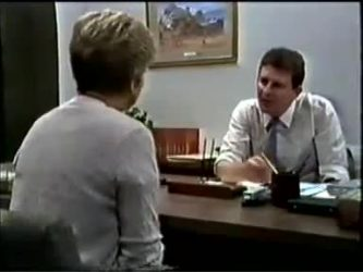 Eileen Clarke, Des Clarke in Neighbours Episode 0462
