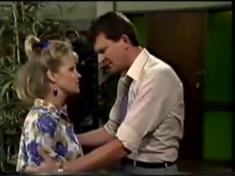 Daphne Clarke, Des Clarke in Neighbours Episode 0463
