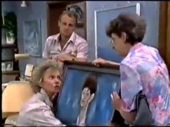 Jim Robinson, Helen Daniels, Nell Mangel in Neighbours Episode 0466