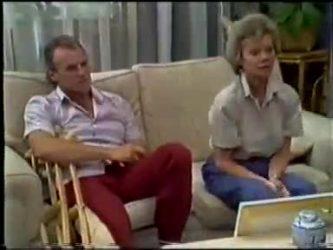 Jim Robinson, Helen Daniels in Neighbours Episode 0466